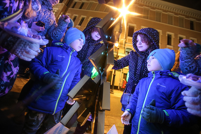 Children looking at New Year decorations in Moscow