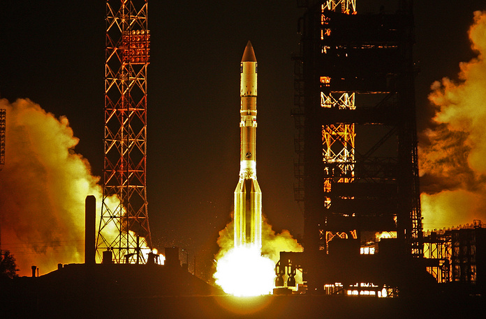 At present time Russia can launch heavy satellites only aboard Proton rockets from Baikonur, which it leases from Kazakhstan. Photo: Proton-M rocket at the Baikonur Cosmodrome