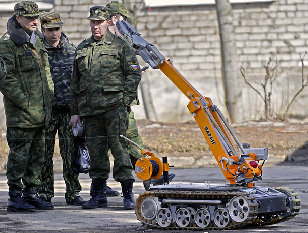 Testing of robotic unit for bomb disposal during the exercises of Federal Security Service and Russian Ministry of Emergency Situations, Nizhny Novgorod, Russia