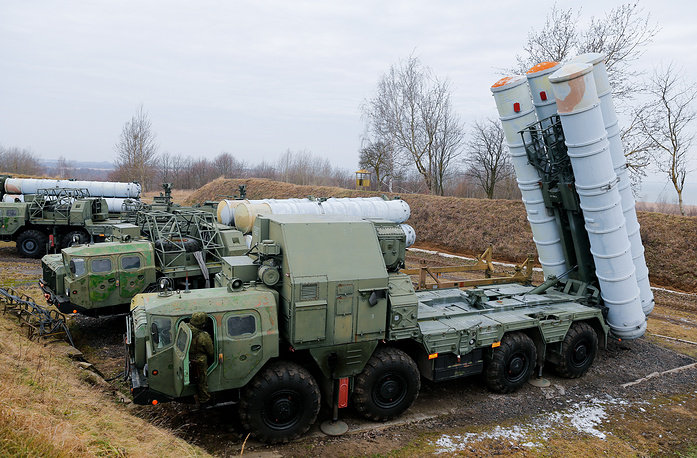 S-300 surface-to-air missile systems in firing position