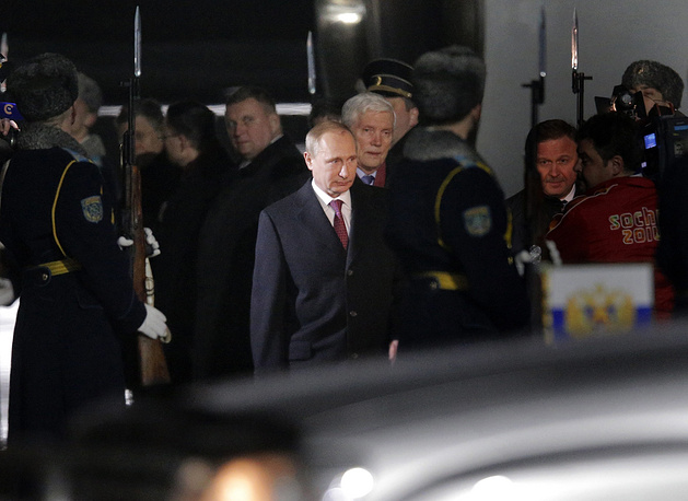 Vladimir Putin (center) in Minsk