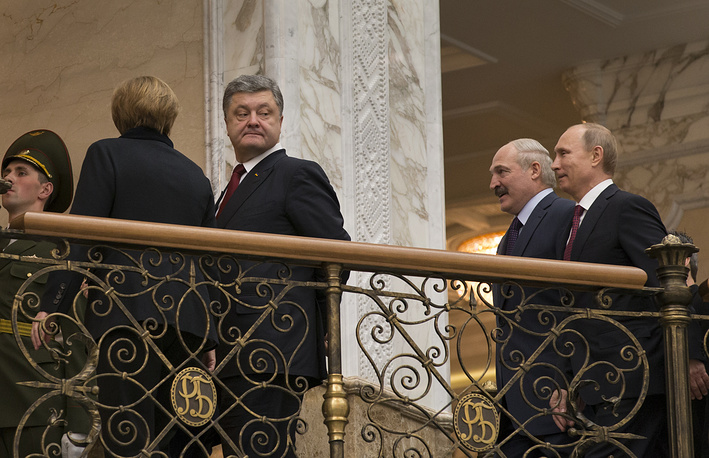 German Chancellor Angela Merkel, Ukrainian President Petro Poroshenko, Belarusian President Alexander Lukashenko and Russian President Vladimir Putin walking together to continue their peace talks in Minsk