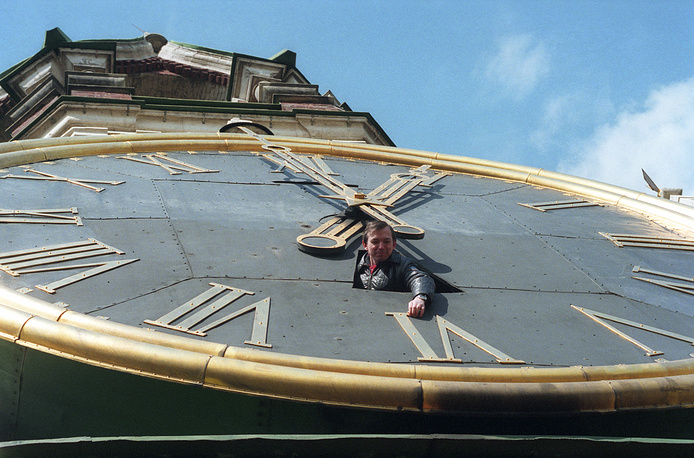 Kremlin clock on the Spasskaya Tower, 1995