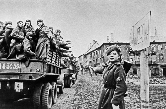 Soviet troops moving to Berlin, 1945