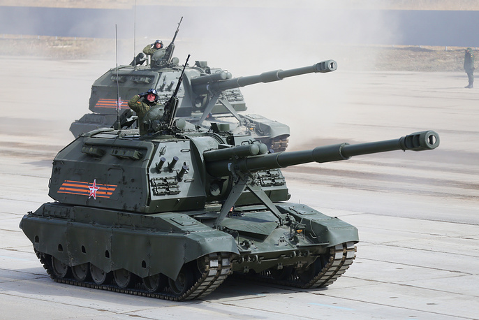 Msta-S self-propelled howitzers during preparations fr the parade
