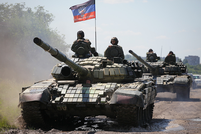 DPR troops withdrawing military hardware