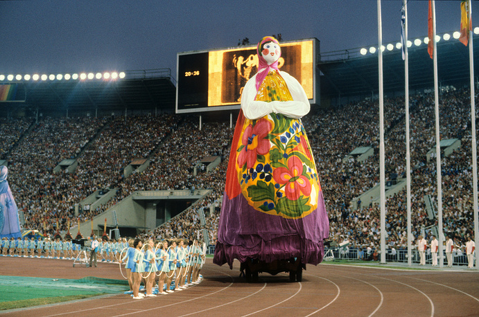 Performance of athletes during closing ceremony of the 1980 Summer Olympics in Luzhniki stadium