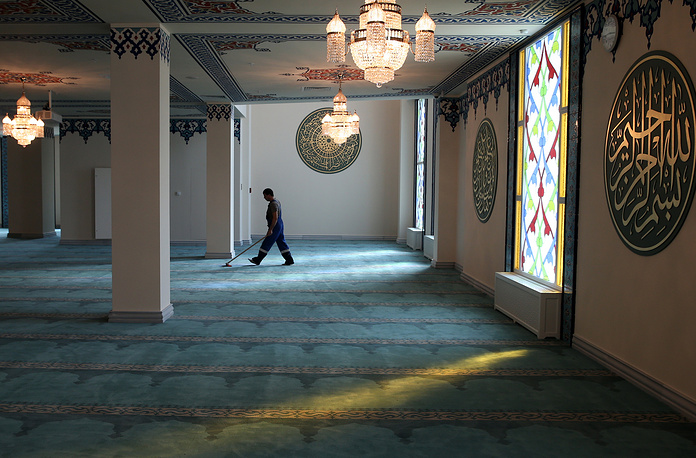 The new building is expected to have six levels, and the area would be by 20 times more than the old mosque had - up to 19,000 square meters