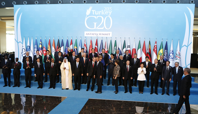 World leaders posing for the family photo at G20 summit in Antalya, Turkey