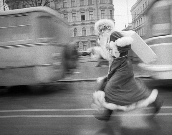 Grandfather Frost in a hurry to celebrate the New Year, Riga, 1986