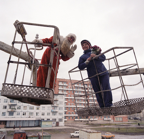 Grandfather Frost congratulating a female construction worker on New Year, Novgorod, 1986