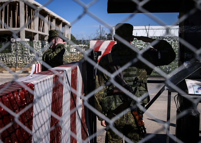Russian soldiers at a checkpoint at Hmeimim airbase