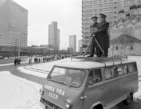 Soviet militsiya officers video recording the intensive traffic in Kalinin prospect, 1974