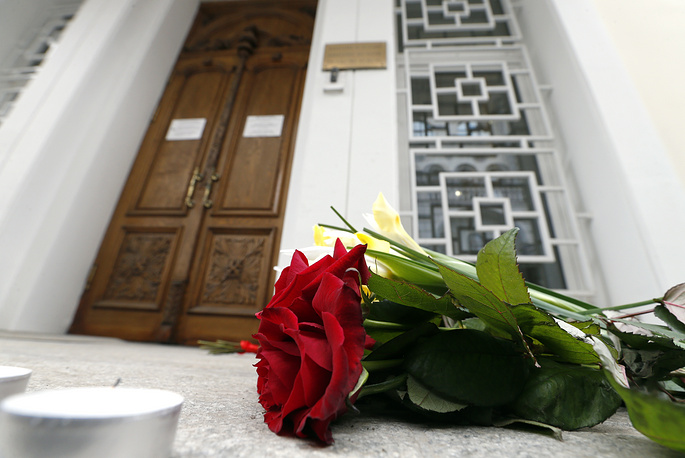 Flowers near the Belgian Embassy in Moscow