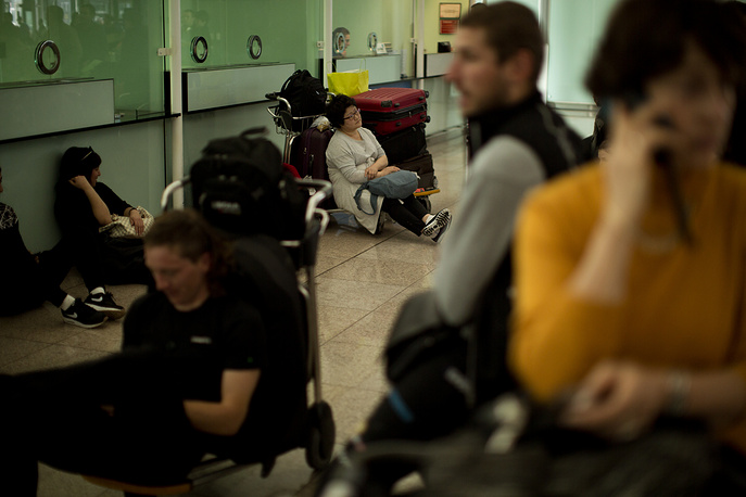 Passengers who have had their flight to Brussels canceled waiting at the Barcelona airport, Spain