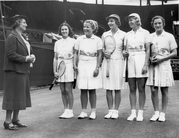 Members of the women's American Wightman Cup team at Wimbledon, 1932.  Photo: The players participating in the ladies international tennis challenge, Mrs. Fabian, Dorothy Bundy, Helen Wills, Alice Marble,and Helen Jacobs