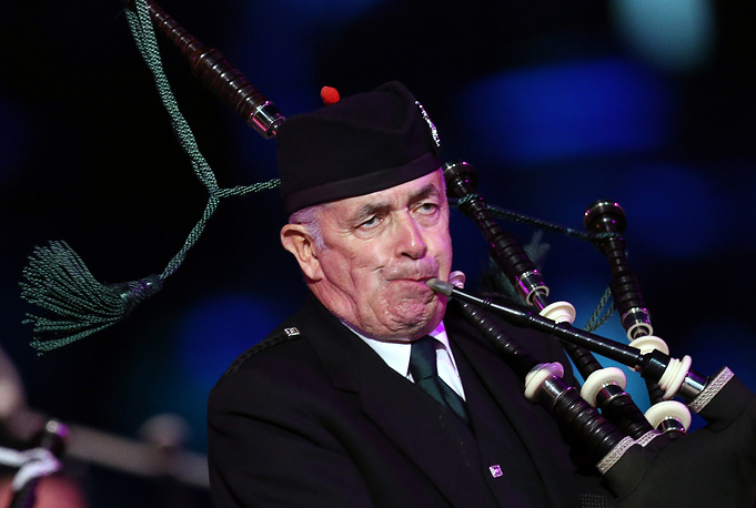 A member of the Celtic Massed Pipes and Drums band
