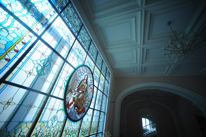 A large window decorated with beautiful stained glass with a depiction of Saint Cecilia was restored and now can be seen at the Grand Hall of the conservatory