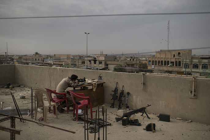 An Iraqi special forces sniper aims his weapon at Islamic State positions, Mosul, Iraq, November 15