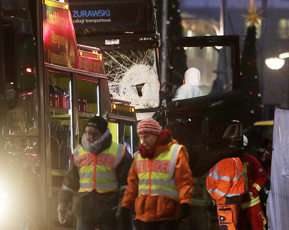 Criminal experts working at the site of the attack in Berlin