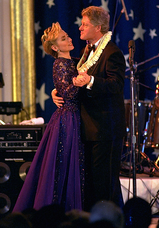 US President Bill Clinton and the first lady Hillary Rodham Clinton dancing at the Air and space Gala in Washington, 1993