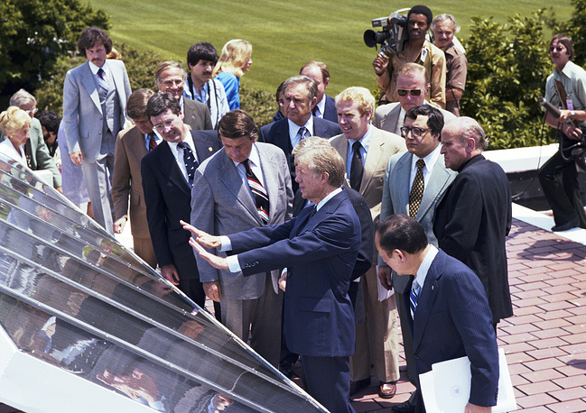 While in office, US President Jimmy Carter installed 32 solar panels on the White House roof. Photo: Jimmy Carter showing reporters and other guests new solar panels on the West Wing providing hot water for the White House, 1979