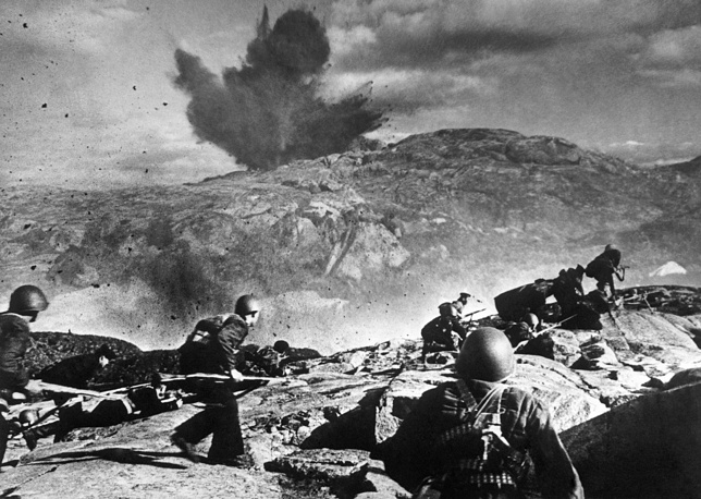 Soviet soldiers repelling a German attack near Murmansk, 1942