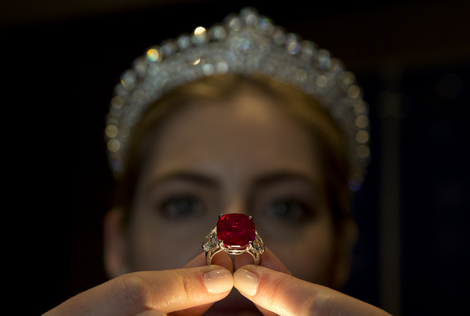 On May 12, 2015, Sotheby's in Geneva sold a Cartier ring with a vivid 25.29-carat ruby and two diamonds