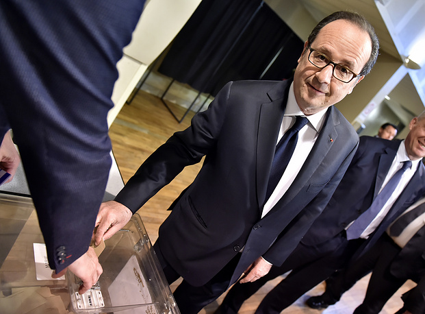 French president Francois Hollande casts his ballot in the first round of the presidential election in Tulle
