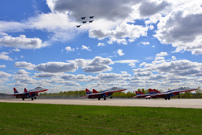 Sukhoi Su-30SM fighter jets of the Russkiye Vityazi aerobatic team and Mikoyan MiG-29 fighter jets of the Strizhi aerobatic team