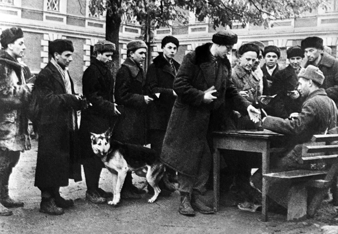 Volunteers enlist in the People's Militia Army to defend Moscow, 1941