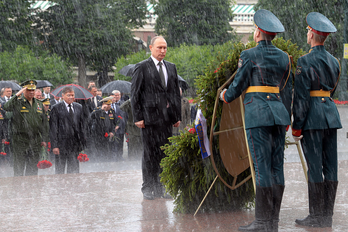 Russia's President Vladimir Putin attends a wreath-laying ceremony at the Tomb of the Unknown Soldier by the Kremlin Wall on Day of Memory and Sorrow marking the 76th anniversary of the start of the Great Patriotic War when Nazi German troops attacked the Soviet Union, June 22