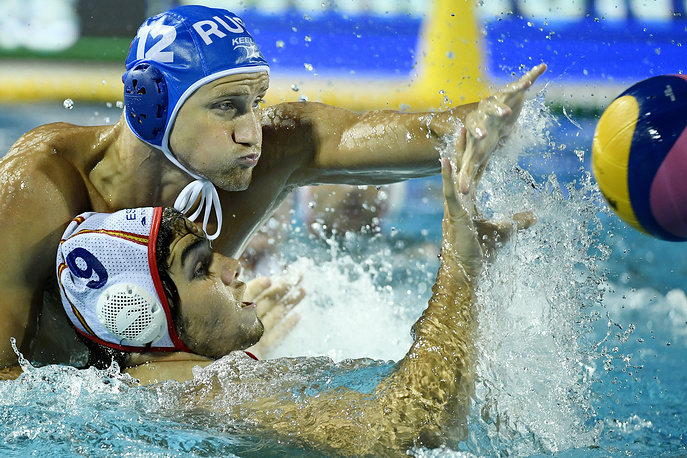 Roman Shepelev of Russia and Roger Tahull Compte of Spain in action during the men's water polo Russia vs. Spain match for qualifying in the group of eight best teams of the 17th FINA World Championships