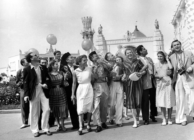 Indonesian and Tunisian delegates among Moscow residents, 1957