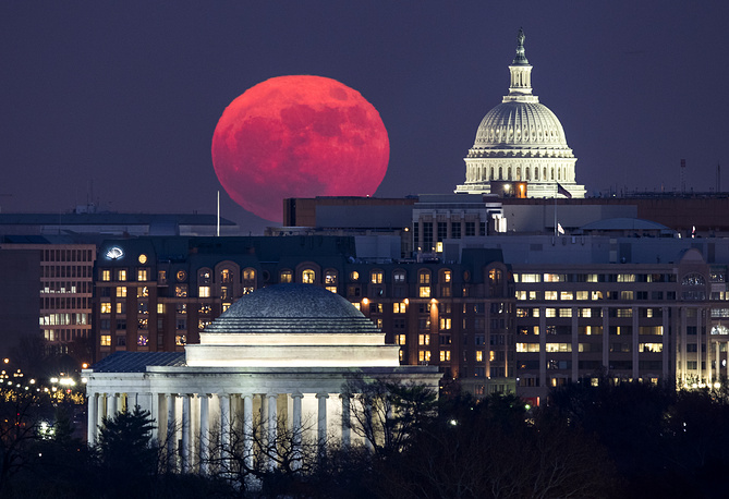 Stunning supermoon rises behind the US Capitol and the Jefferson Memorial in Washington, USA