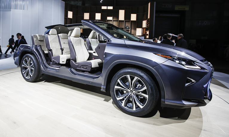 The interior of the Lexus RX 350L SUV