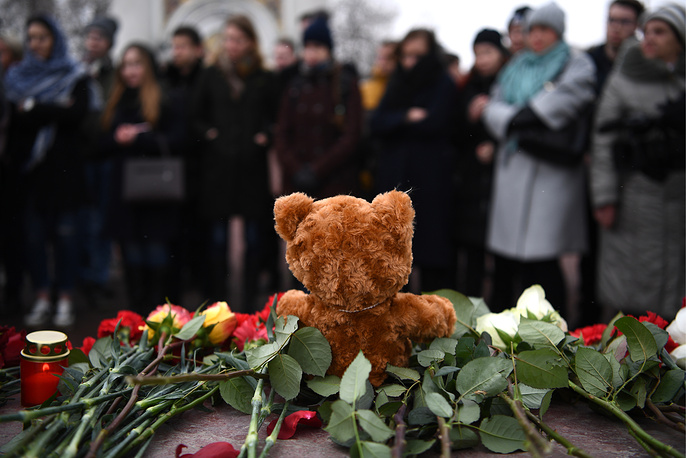 Toys and flowers brought to Yekaterinburg's Labour Square to mourn the victims of the March 25 fire at the Zimnyaya Vishnya shopping centre in Kemerovo