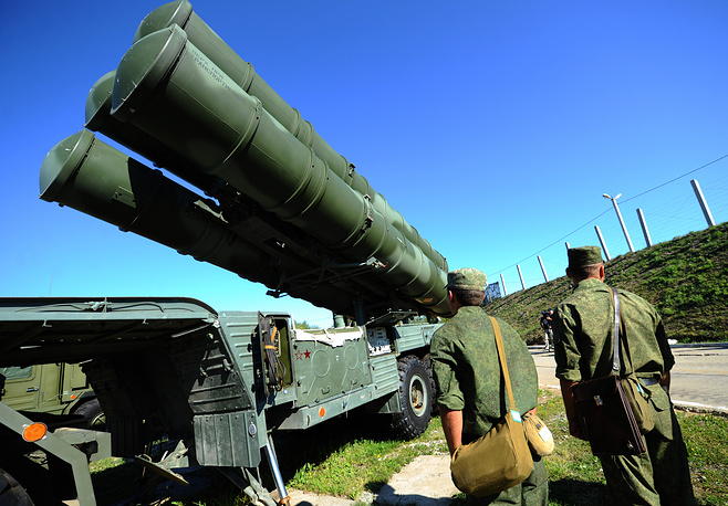 In April 2018, the first regimental set of S-400 Triumf long-range anti-aircraft missile systems was delivered to China