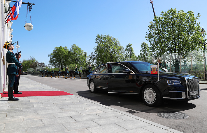 Vladimir Putin arrived for his inauguration as President of Russia in new Russian-made Cortege limousine