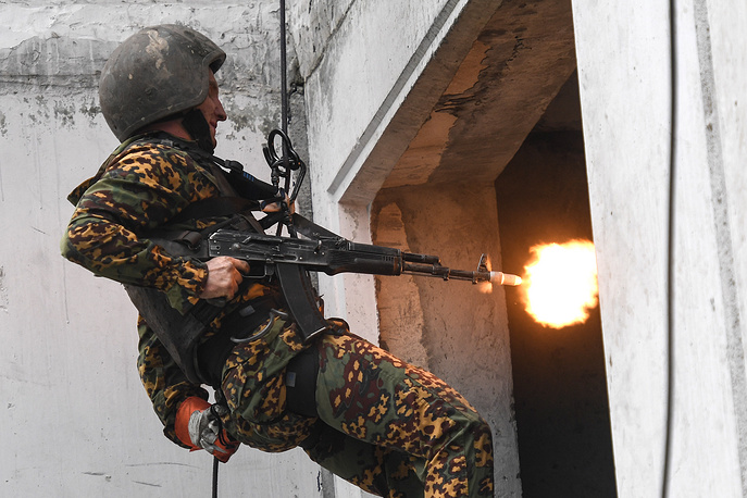 Qualification tests for the right to bear a maroon beret at the Gorny training center