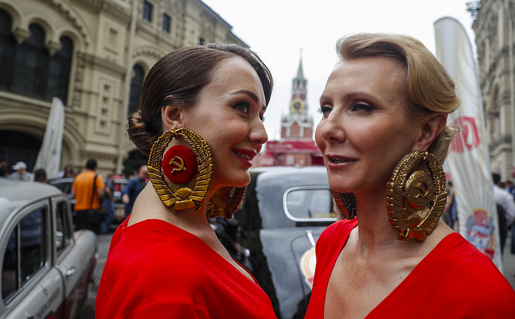 Сrews of rare Soviet models of the 1930s to the 1970s passed on a hundred-kilometer route in the center of Moscow