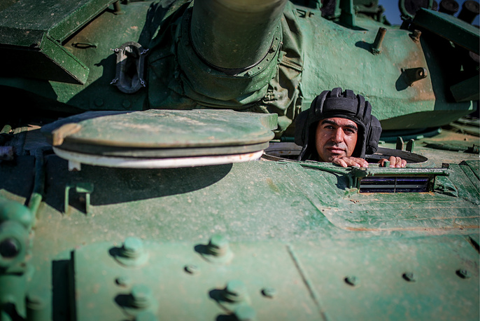 A member of the Iranian team on a T-72B3 tank