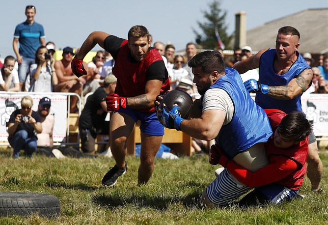 Rusmyach (Russian ball), a kind of traditional football blended with wrestling elements