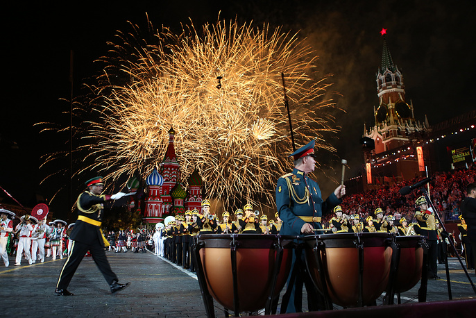 Fireworks wrap up the 2018 Spasskaya Tower International Military Music Festival on Moscow's Red Square