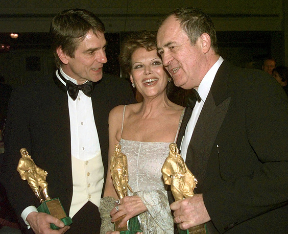 Italian actress Claudia Cardinale, British actor Jeremy Irons and Italian director Bernardo Bertolucci hold their Rudolf Valentino awards during a ceremony in London, 1999. The award was given for their lifetime contributions to cinema