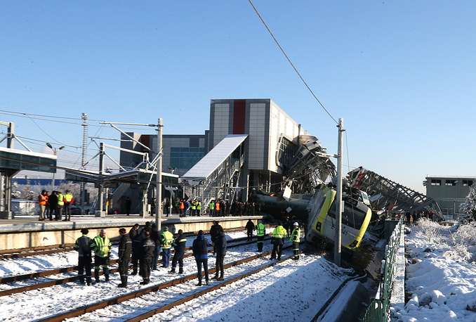 After the crash several carriages derailed or overturned, and another two cars collided with a pedestrian overpass, which later collapsed