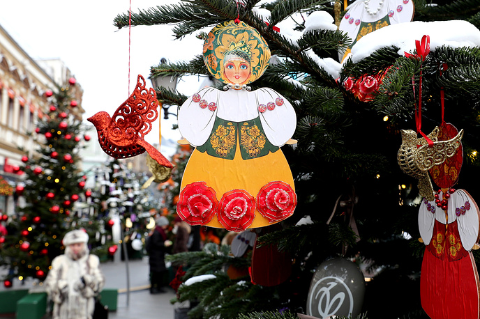 Festively decorated Christmas trees in Kuznetsky Most Street