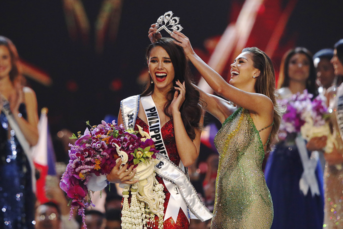 New Miss Universe 2018 Catriona Gray of the Philippines jubilates as she is crowned by Miss Universe 2017 Demi-Leigh Nel-Peters of South Africa during the Miss Universe 2018 beauty pageant at Impact Arena in Bangkok, December 17