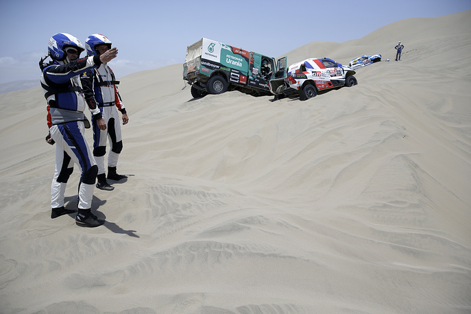 Toyota driver Ronan Chabot, of France, and co-driver Gilles Pillot, of France, try to figure out the way during the stage six of the Dakar Rally between Arequipa and San Juan de Marcona, Peru