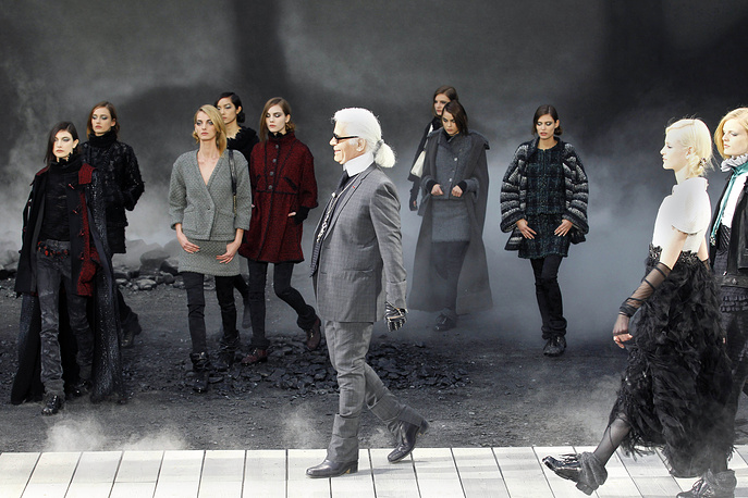 Karl Lagerfeld appears at the end of Chanel Fall/Winter 2012 fashion collection presentation, 2011